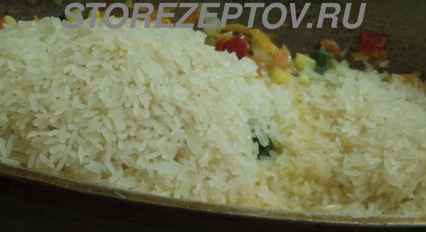 Готовим рис с овощами и тушенкой