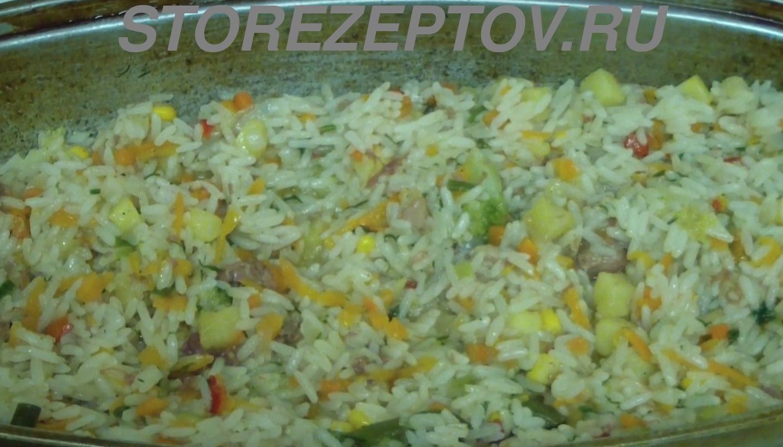 Готовое блюдо из тушенки, овощной заморозки и риса