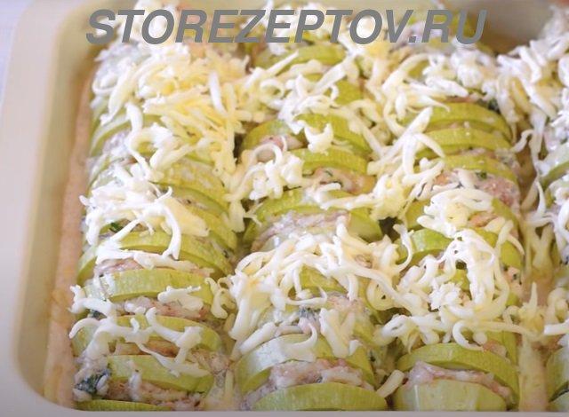 Кабачки с фаршем посыпаем сыром