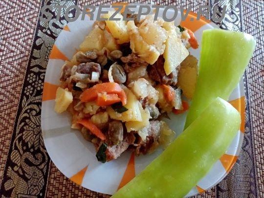 Тушеные на сковроде патиссоны с мясом и овощами