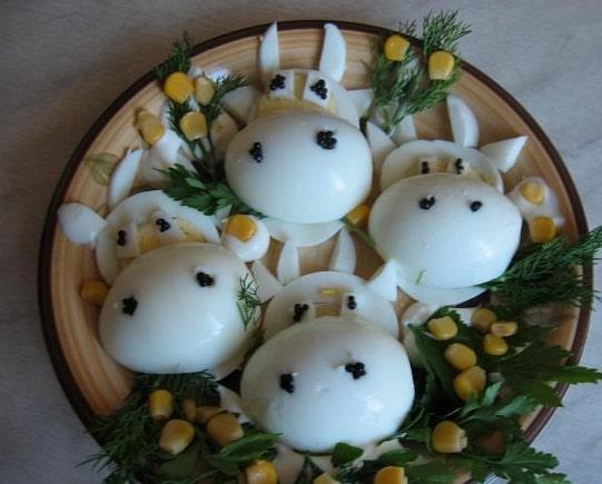 Оформление блюда в виде Бычков (из яиц)