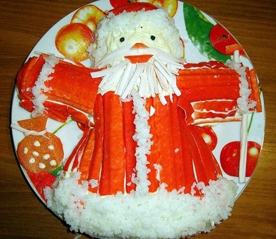 Дед Мороз из крабовых палочек