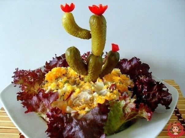 Необычное оформление салата в виде кактуса