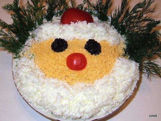 Оформление Новогодних салатов в виде Деда Мороза