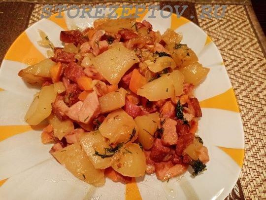 Готовое овощное рагу из капусты с кабачками