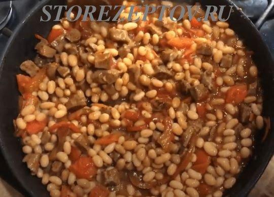 Добавления к мясу на сковородке фасоли
