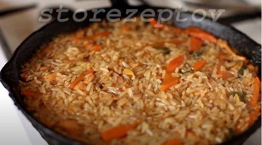 Курица с рисом томится