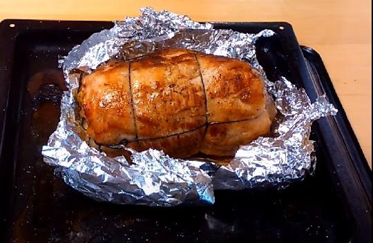Рулет из мяса свинины в фольге
