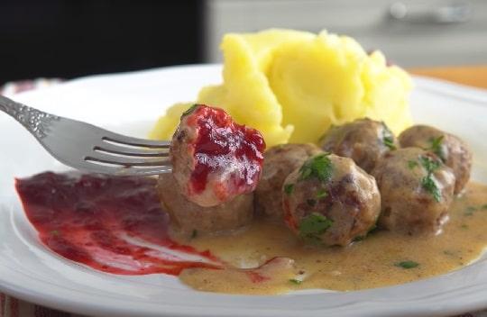 Рецепт говяжьих фрикаделек на сковородке в сметанной соусе