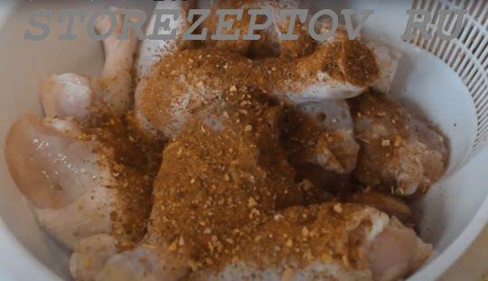 Подготовка куриных голеней к запеканию с овощами в фольге